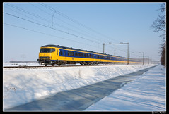 BDs-008+ICRm-stam+Bv+NSR1775_Hlms_03032005 (Dennis Koster) Tags: haarlem sneeuw portfolio 800 900 008 trein nsr 1775 bds haarlemmerliede nvbs personentrein passagierstrein bds008 nvbsopderails20054 spoorwegjournaal144 opderails20054