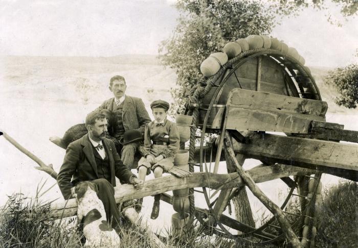 Noria en la ribera del Tajo en junio de 1905. Fotógrafo anónimo. Colección Luis Alba. Ayuntamiento de Toledo