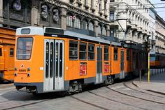 Elettromotrice 4989 svolta in Via Broletto (Andrea Zaratin) Tags: milano tram via 12 piazza 4900 atm tpl cordusio 4989 broletto