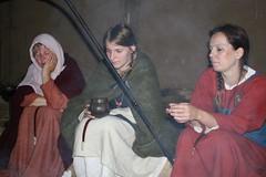 Harlindia, Rebekka und Halleveig an der Feuerstelle Haithabu 09-07-2009
