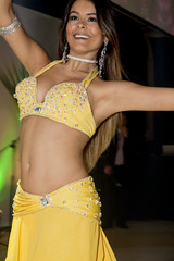 Belly Dancer in yellow close up (Ricardo Carreon) Tags: brazil people woman girl smile yellow brasil mujer chica saopaulo dancing gente mulher dancer amarillo amarelo bellydance dana bailarina bailar danarina danzadelvientre danar danadoventre