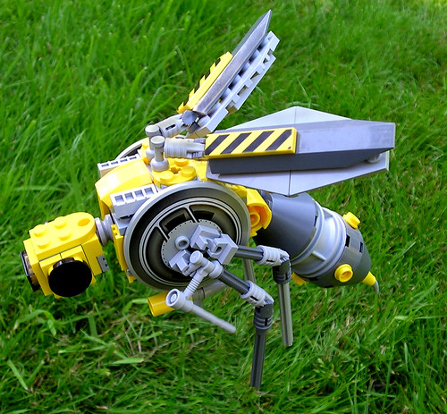 LEGO bee battle bug