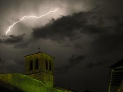 Miraflores de la sierra (Escribiendo con Rayos) Tags: de la 8 sierra tormenta rayo miraflores segundos