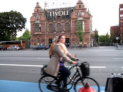 Tivoli Muses (velomama) Tags: urban woman girl bike bicycle copenhagen denmark mujer chica cyclist femme transport cycle commute stadt frau bicyclette kopenhagen fille fahrrad vlo fiets cycliste urbain copenhague cyclechic