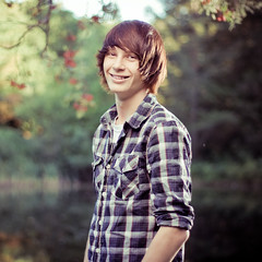 Tyler (Petey Photography | fortysixtyphoto.com) Tags: smiling 50mm blog bokeh f18 seniorportraits alienbees beautydish strobist peteyphotography wwwpeteyphotographycom tylerseniorportraits