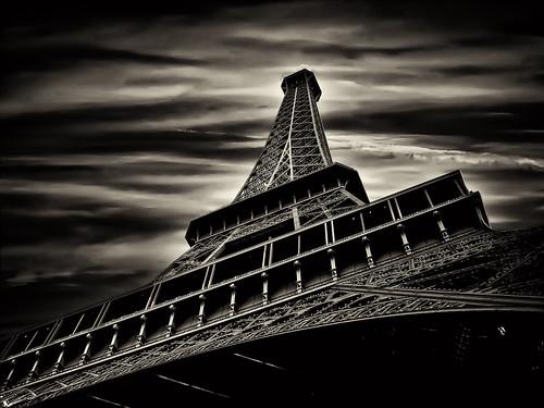 フリー画像| 人工風景| 建造物/建築物| 塔/タワー| エッフェル塔| フランス風景| パリ| モノクロ写真|    フリー素材|