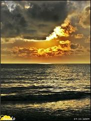19 11 2009 (peginas) Tags: light sunset pordosol espaa color luz clouds atardecer mar spain paradise cityscape playa colores andalucia cielo nubes cadiz puestadesol paraiso vacaciones ocaso rota costadelaluz