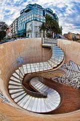 Escalera con edificio (Jose Casielles) Tags: color luz edificio escalera cielo nubes cartagena curvas fotografíasjcasiellesyecla escaleralinterna
