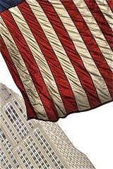 Empire flag bulding (Franois V) Tags: nyc skyscraper vent flag starsandstripes gratteciel empirestatebulding banniretoile