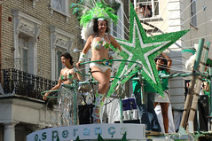 DSC_2381 Notting Hill Caribbean Carnival Costume Lady Performer 29 Aug 2005 Sexy Brazilian Dancers (photographer695) Tags: 2005 carnival costumes girls brazil lady costume hill caribbean 29 aug ethnic performer nottinghill notting cultural