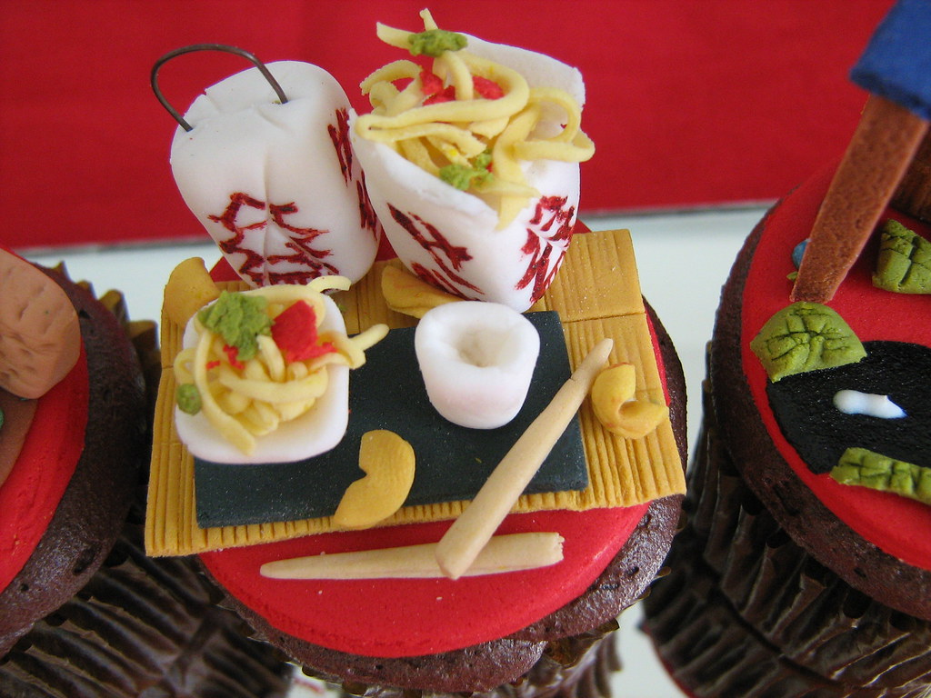 chinese takeout and fortune cookie cupcake