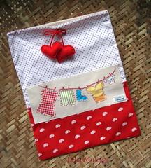Saquinho varal (Leka Muleka) Tags: handmade felt bolinhas corao feltro varal tecido feutrine aplicao saquinho portatreco necessaire