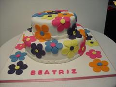 Bolo Flores (Isabel Casimiro) Tags: cake christening playstation bolos bolosartisticos bolosdecorados bolopirataecupcakes bolopirata bolosdeaniversárocakedesign bolosparamenina bolosparamenino