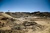 La terre est retournée à la pelleteuse, ce qui ne sert pas est envoyé dans le fleuve, entrainant de nombreuses particules en supsensions, première cause de mortalité chez les animaux qui la boivent. (La Rinconada, Puno, Pérou, août 2009)