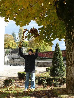 paul et les feuilles d'automne.jpg