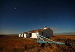 (carlos jm) Tags: longexposure sky field night stars landscape lights noche movement nikon fullmoon cielo estrellas campo moonlight d200 lunallena cortijo extremadura startrail