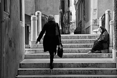 Indifferenza - Indifference (carlo tardani) Tags: bw calle ponte venezia biancoenero veneto mendicante indifferenza elemosina solidarieta nikond300 artofimages bestcapturesaoi maggio2013challengewinnercontest