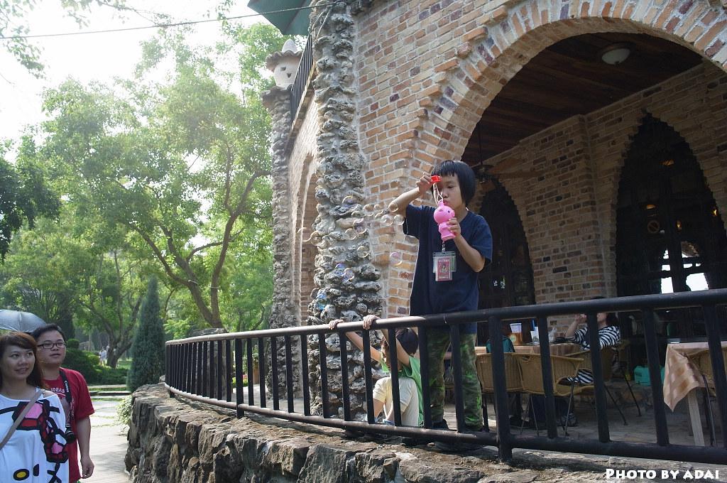 2011.6.4  新社古堡 吹泡泡的女孩