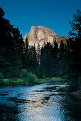 Half Dome from Sentinel Bridge (Ramses 2) Tags: california wood blue sky usa green nature water rock nationalpark nikon rocks wasser natur himmel bluesky berge halfdome grn blau holz wald stein blauerhimmel kalifornien felsen mercedriver sentinelbridge yosemitenp flus d700 flu