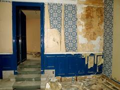 Come in a bedroom (Cherryl.B) Tags: old castle abandoned danger rooms belgium walls miranda beauties celles