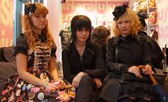 Finnish Girls in the Mall (W***) Tags: helsinki finnland porträt portr jugendliche portrt