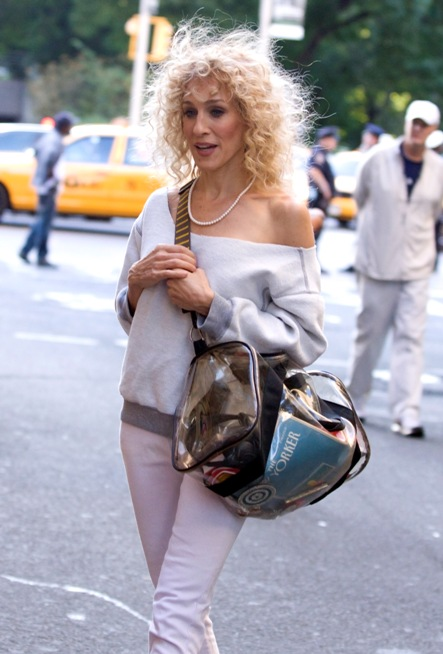 76042_celebrity-paradise_com-The_Elder-Sarah_Jessica_Parker_2009-09-01_-_on_Set_of_Sex_and_the_City_2_in_NY_24205_122_1095lo