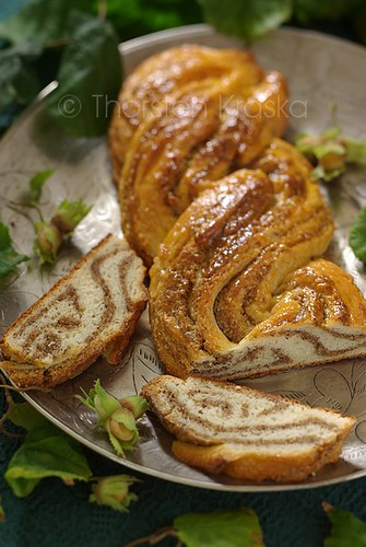Hazelnut Braid (2/2)