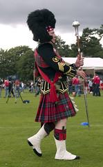 Sir ready! (#MariaOrtega) Tags: grass banda scotland kilt band scottish olympus escocia ballater e500 escoces scotlanda higlandgames2009