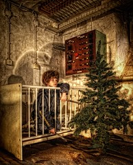 Waiting for Santa Claus (Batram) Tags: school urban lost place infiltration exploration asylum hdr engineers urbex batram asyl asylantenheim technikerschule fliegerschule