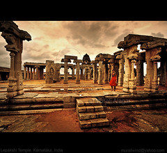 Pillars of Lepakshi (Light and Life -Murali ) Tags: india temple bangalore pillars andhra sculptures andhrapradesh anantapur lepakshi hindupur vijayanagara veerabhadra veerabhadratemple southeasternindia vijayanagaraempire anantapurdistrict img2857p1c2sc virannaandvirupanna vijayanagararchitecturalstyle karnatakaspecial