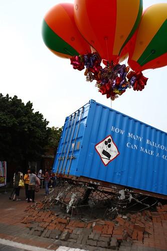 作品名稱:還要再多少顆氣球,貨櫃才會飛起來?