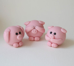 See No Evil Piggies (fliepsiebieps1) Tags: pink cute love piggy pig heart speaknoevil seenoevil valentine hearnoevil polymerclay round kawaii figurine piggies