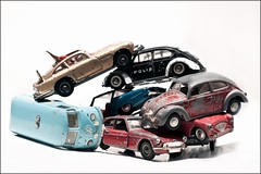 Day 178/365 Osorterat (Peter Hillhagen) Tags: cars vw toys james beatle bond bubbla leksaksbilar skrotbilar fotosondag fs110522 osorterad