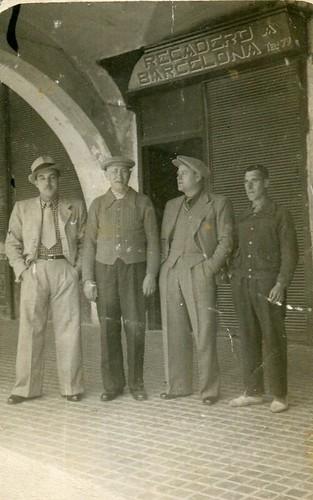 any 1937: Plaça Major de Banyoles. Rafel Cros, en Vilardell i en Ferriol.