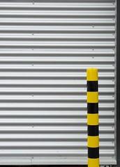 Stripes (die.tine) Tags: abstract black color colour lines yellow jaune grey stuttgart grau diagonal gelb farbe schwarz yelllow grafic schrg grafisch linien geometrisch hedelfingen