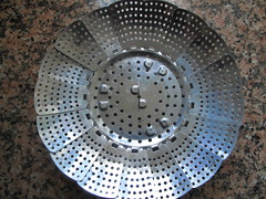 Folding steaming basket