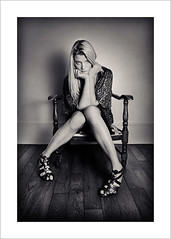 Boudeuse (Herv Mitko) Tags: portrait bw white black 20d girl canon hair eos model shoes long blond blonde fille mitko fauteuil herv cheveux longs modle sandales
