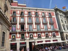Port End of Las Ramblas, Barcelona (ROBERTFROST1960) Tags: barcelona lasramblas streetentertainers