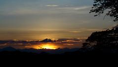 Ocaso en Portuguesa (M@rlon Prez) Tags: sun sol atardecer rojo cielo nubes ocaso nuves togetlate flickrestrellas flickrunitedaward