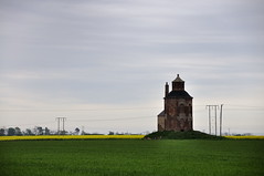 Folly? (herman van hulzen) Tags: uk england tower architecture fields folly gettyimages boynton humberside coleseed hispics