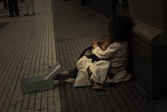 [フリー画像] [人物写真] [子供ポートレイト] [外国の子供] [ストリートチルドレン] [寝顔/寝相/寝姿] [アルゼンチン人]     [フリー素材]