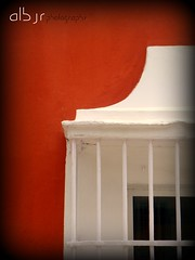 Ventana de San Fernando (Cádiz) (Alberto Jiménez Rey) Tags: red white black detalle color colour blanco window beautiful contrast de ventana photography town rojo san sony negro pueblo bonito ciudad cybershot alberto leon manuel cadiz rey contraste fernando minimalismo isla detalles rejas jimenez dsct200 albjr albjr7 alylu