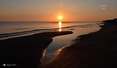 CHE SPETTACOLO ! (Salvatore Lo Faro) Tags: mare cielo alba spiaggia riflesso rosso blu sabbia rodi lidodelsole puglia gargano italia italy natura nature salvatore lofaro nikon 7200