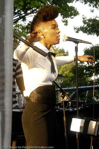 07.06.09 Janelle Monáe @ Brooklyn Afro-Punk Fest (40)