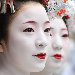 people / faces / girls / red lips / make up / festival : maiko (geisha apprentices), kyoto japan (momoyama) Tags: travel girls red two people girl beautiful beauty face festival japan asian japanese kyoto asia faces traditional culture makeup 85mm double lips maiko geiko satomi geisha   gion ef85mmf18 gionfestival gionmatsuri  satono