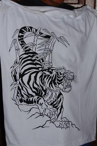 Bizarre Tattoo Tiger por fin en la franelale falta coloreso va a