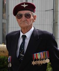 Arnhem Man who fought on the bridge (delta23lfb) Tags: soldier para military arnhem ww2 veteran airborne worldwar2 medals parachuteregiment marketgarden warandpeaceshow 2para warandpeace2009 arnhemvet sidblackmore
