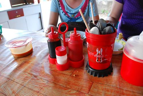老闆指示~要加黑紅兩罐&辣椒