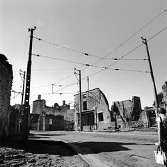 Tissus Besson (FloydianbenArchitect) Tags: 6x6 zeiss hasselblad 50 limousin ruines distagon oradour 501cm oradoursurglane
