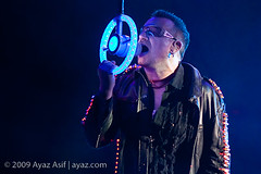 U2-2009-LasVegas-40 (wwwayazdotcom) Tags: music usa u2 concert travels lasvegas live nevada nv northamerica samboydstadium 360tour